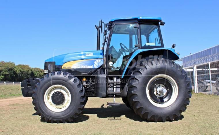 Trator New Holland TM 7030 4×4 ano 2011 - Tratores - New Holland - Agrobill - Tratores, Implementos Agrícolas, Pneus