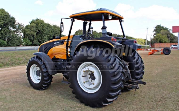 Trator Valtra BM 125 4×4 GIII ano 2017 - Tratores - Valtra - Agrobill - Tratores, Implementos Agrícolas, Pneus