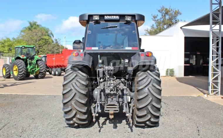 Trator Valtra BM 100 4×4 ano 2018 com Redutor de velocidade SEMI NOVO - Tratores - Valtra - Agrobill - Tratores, Implementos Agrícolas, Pneus