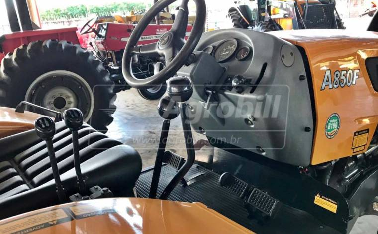 Trator Valtra A 850 Fruteiro 4×4 ano 2018 com redutor de velocidade (Crepper) c/ 575 horas - Tratores - Valtra - Agrobill - Tratores, Implementos Agrícolas, Pneus