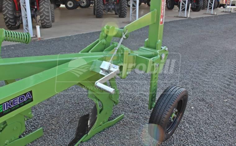 Arado de Aivecas Deslocado MFD 4 PMHD – Ikeda > Novo - Arado - Ikeda - Agrobill - Tratores, Implementos Agrícolas, Pneus