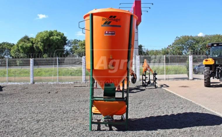 Misturador de Ração balanceada 1000 kg / Polietileno / sem Motor – Incomagri > Novo - Misturador de Ração - Incomagri - Agrobill - Tratores, Implementos Agrícolas, Pneus