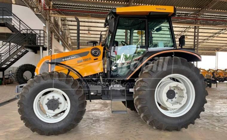 Trator Valtra BM 100 4×4 ano 2018 semi novo com 183 horas - Tratores - Valtra - Agrobill - Tratores, Implementos Agrícolas, Pneus