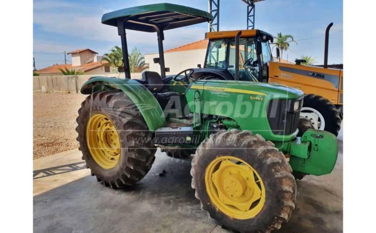 John Deere 5075 E ano 2014 com 1059 horas - Tratores - John Deere - Agrobill - Tratores, Implementos Agrícolas, Pneus