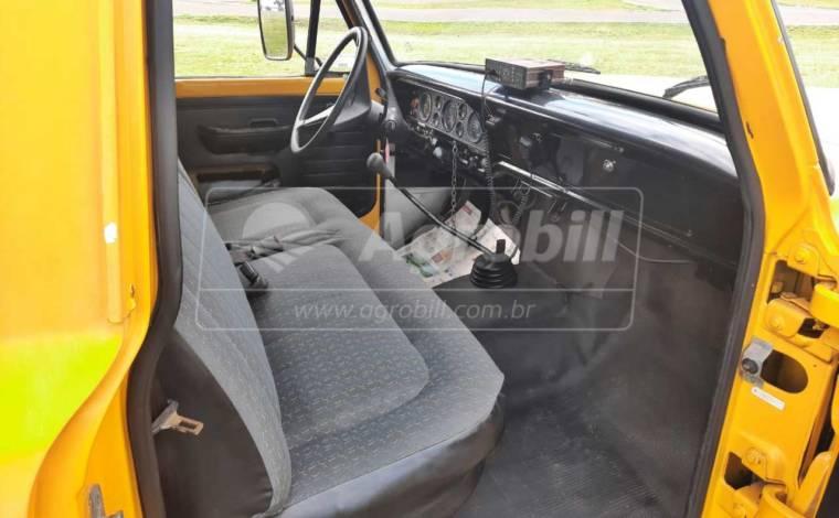 Caminhão Ford F4000 Ano 1991/1992 / Direção Hidráulica / 5 marchas / Instalação de Bombeiro > Usado - Caminhões - Ford - Agrobill - Tratores, Implementos Agrícolas, Pneus