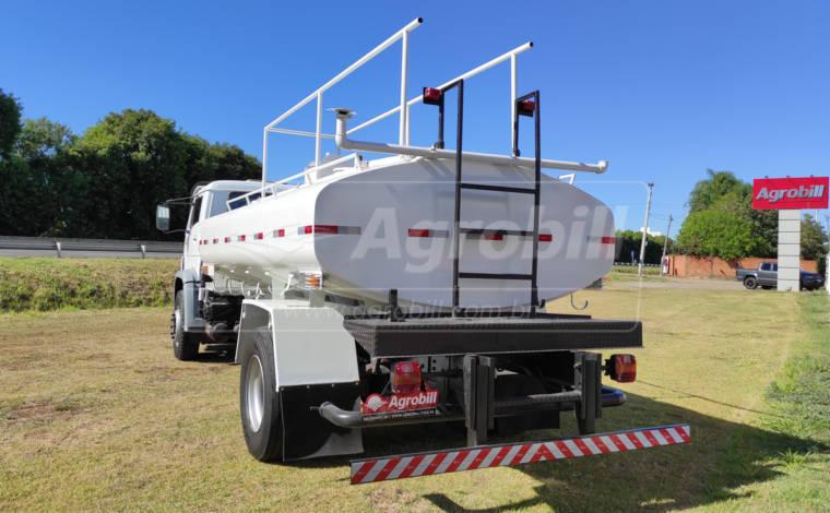 Caminhão Volkswagem 15-180 E Worker 4×2 ano 2009 Equipado com Tanque pipa > Usado - Caminhões - Volkswagem - Agrobill - Tratores, Implementos Agrícolas, Pneus