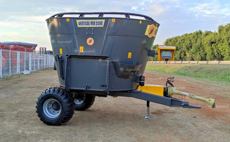 Vagão Misturador Vertical MIX Vertical JF 5500 com Bica Lateral > Novo - Vagão Misturador - JF - Agrobill - Tratores, Implementos Agrícolas, Pneus