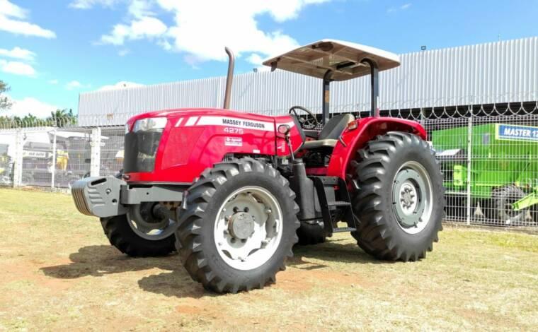 Trator Massey 4275 4×4 ano 17/18 c/ Creeper (Redutor de velocidade) - Tratores - Massey Ferguson - Agrobill - Tratores, Implementos Agrícolas, Pneus