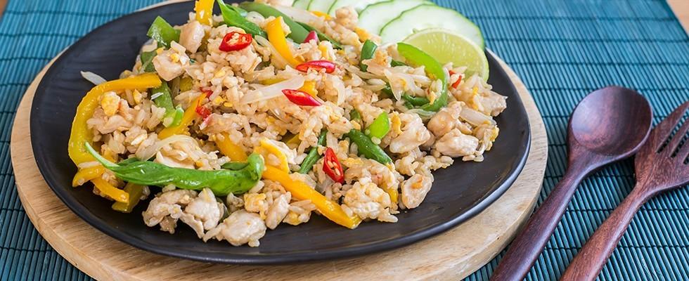 Ricetta Riso thai fritto con pollo e uovo  Agrodolce