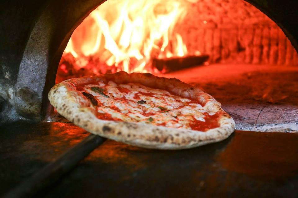 La storia della pizza Lombardi 1892 a Napoli  Agrodolce