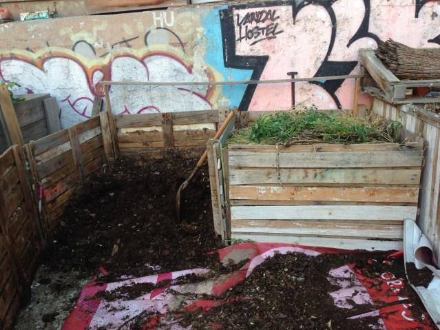 Composteras en huerto urbano