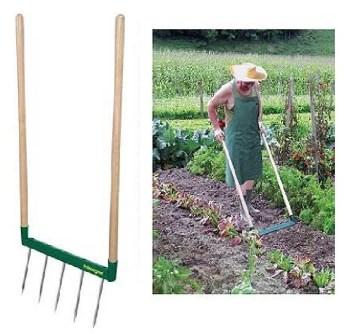 herramientas de jardinería: horca de doble mango