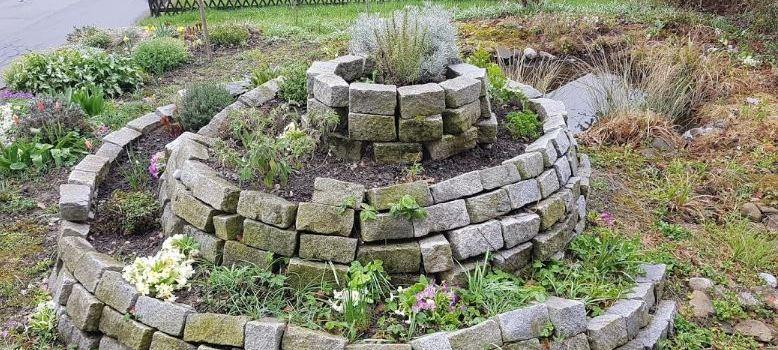 Huertos en espiral con plantas aromáticas