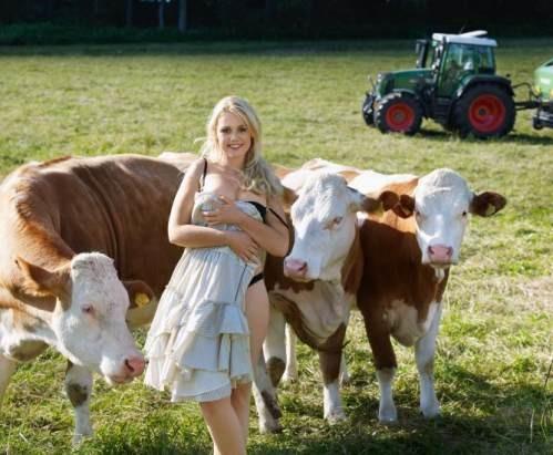 Mlade Bavarke Snimile Kalendar Za Promociju Poljoprivrede