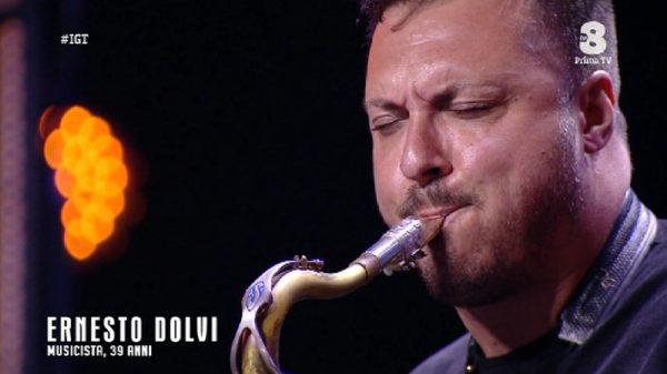 Ernesto Dolvi, da Scampia al successo in TV a ritmo di sax.