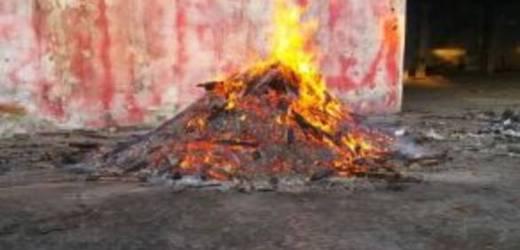 Roccarainola, incendio nel deposito rifiuti