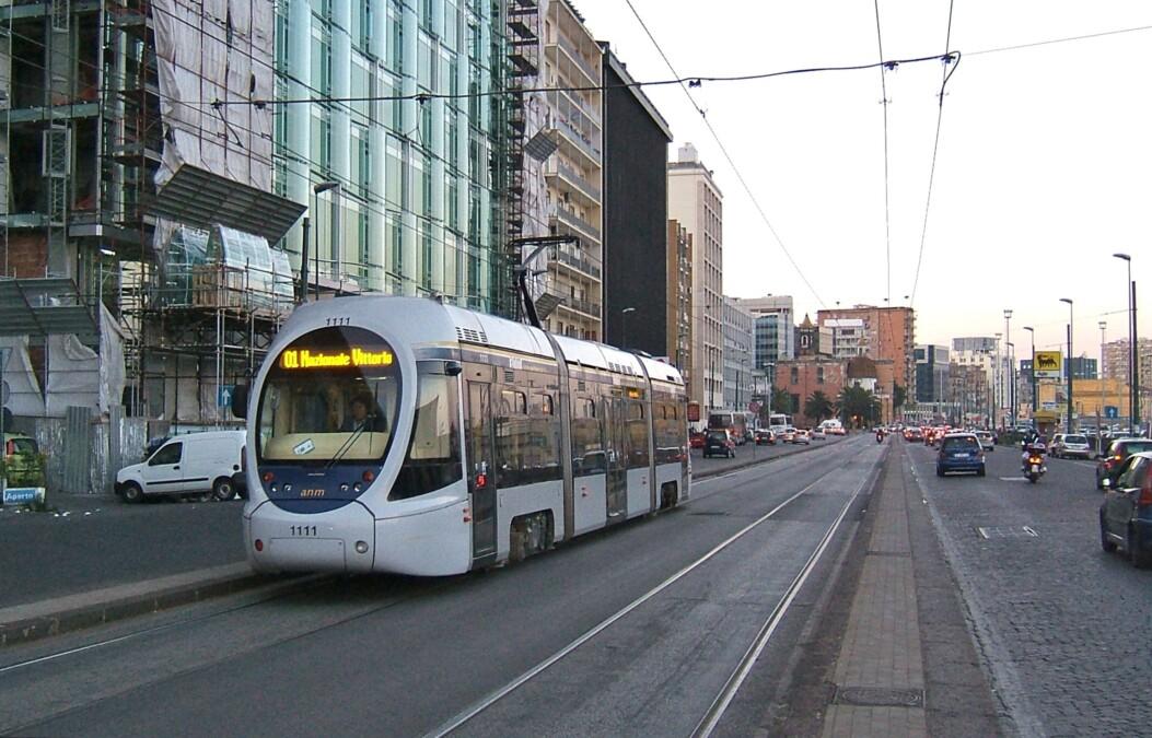 Napoli, riattivate le linee 2 e 4 per i tram
