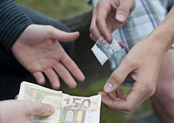 Brusciano, trovato con 110 dosi di droga. Arrestato pusher 23enne