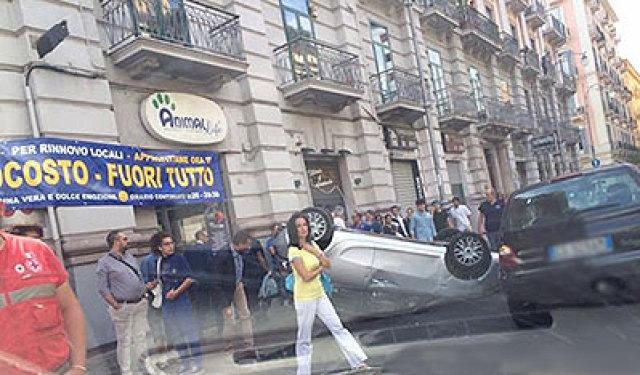 Incidente_Via_Roma_auto_ribaltata_3