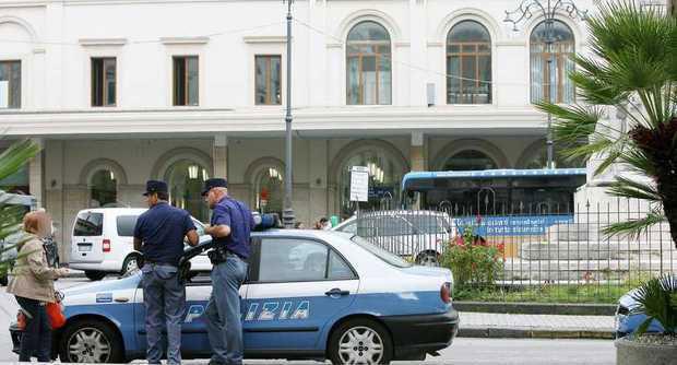 Salerno_Polizia_Piazza_Vittorio_Veneto