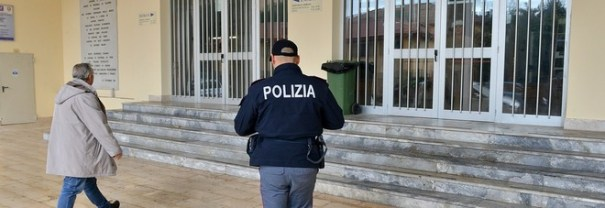Sal - 15 02 2016 Salerno Accoltellamento Istituto Genovesi. Nella foto la polizia all'interno dell'istituto Genovesi foto Tanopress/Francesco Pecoraro