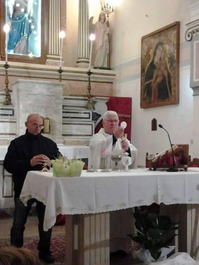 Don Pasquale papa durante una celebrazione