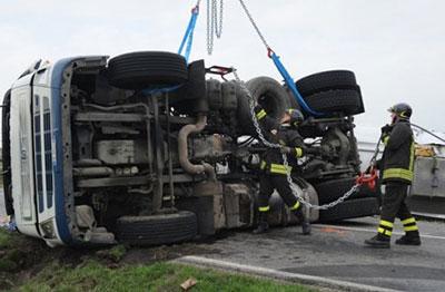 tir-ribaltato-incidente-camion