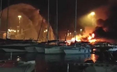 Incendio_Barche_porto_10