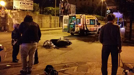 incidente-scooter-notte-ambulanza