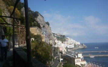 Amalfi-pergolato-a-Via-Annunziatella-356x220