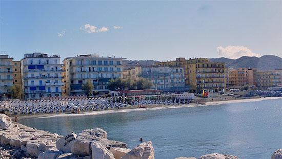 Lungomare_Pastena_Panorama_case_stabilimenti