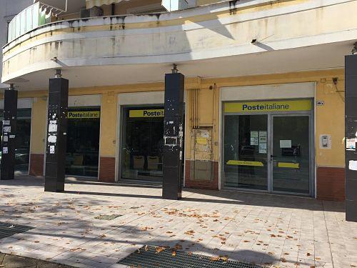 Ufficio Casa Salerno Via Principessa Sichelgaita : Salerno rapina alle poste di fuorni malore per la direttrice video