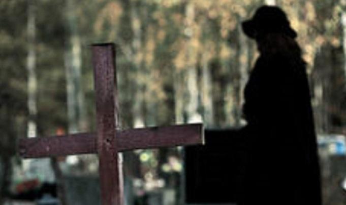 sera-al-cimitero-34799401
