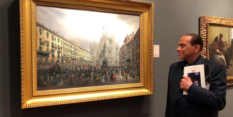 Silvio Berlusconi durante una visita alla mostra mercato degli antiquari al palazzo della Permanente di Milano, l'11 maggio 2018. (Twitter)