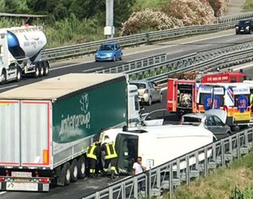 incidente-autostrada-tir-furgone-1