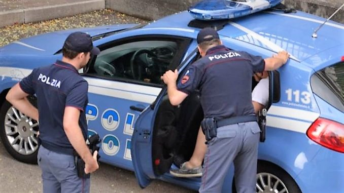 Polizia-arresto