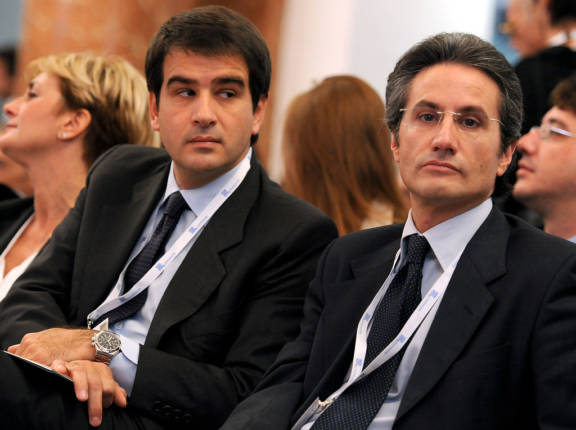 Il ministro per gli Affari regionali Raffaele Fitto (S), con il presidente della Regione Campania, Stefano Caldoro, durante il convegno annuale dei giovani imprenditori di Confindustria, oggi 30 ottobre 2010 a Capri.    ANSA / ETTORE FERRARI