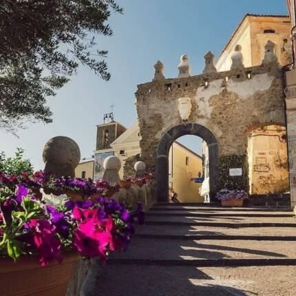 scaloni centro storico e porta bizantina
