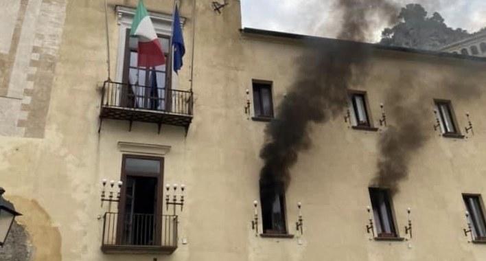 incendio-al-comune-di-amalfi-fiamme-circoscritte-314196