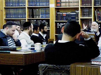 לימוד תורה. צילום: Roylindman at en.wikipedia