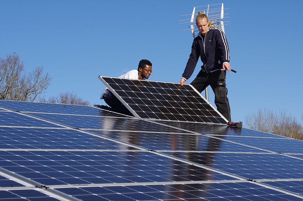 Solceller på affärens tak