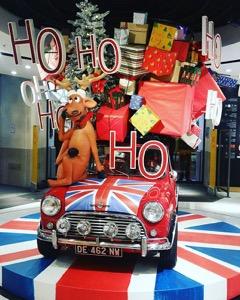 BHV Marais X'mas 2015 Reindeer on the car