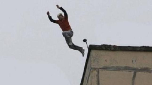 العيون.. شاب يحاول الانتحار من أعلى سطح بناية