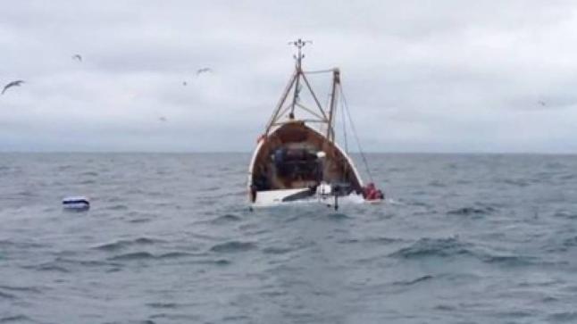 وفاة بحار وفقدان آخر إثر انقلاب قارب للصيد بسواحل الداخلة