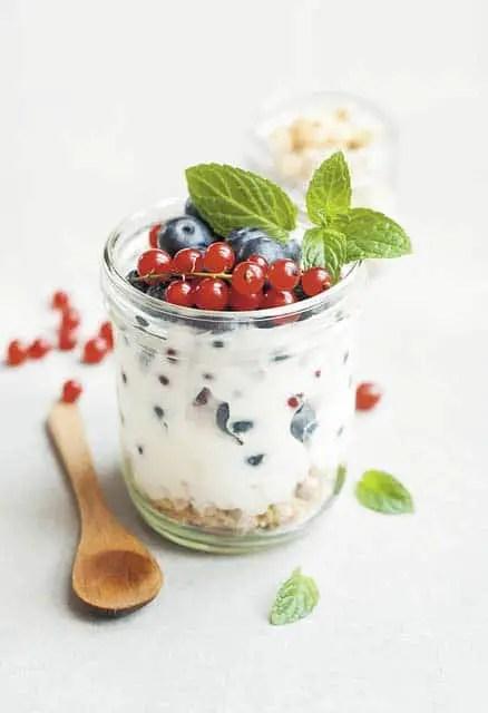 Coconut yogurt, fruit and mint
