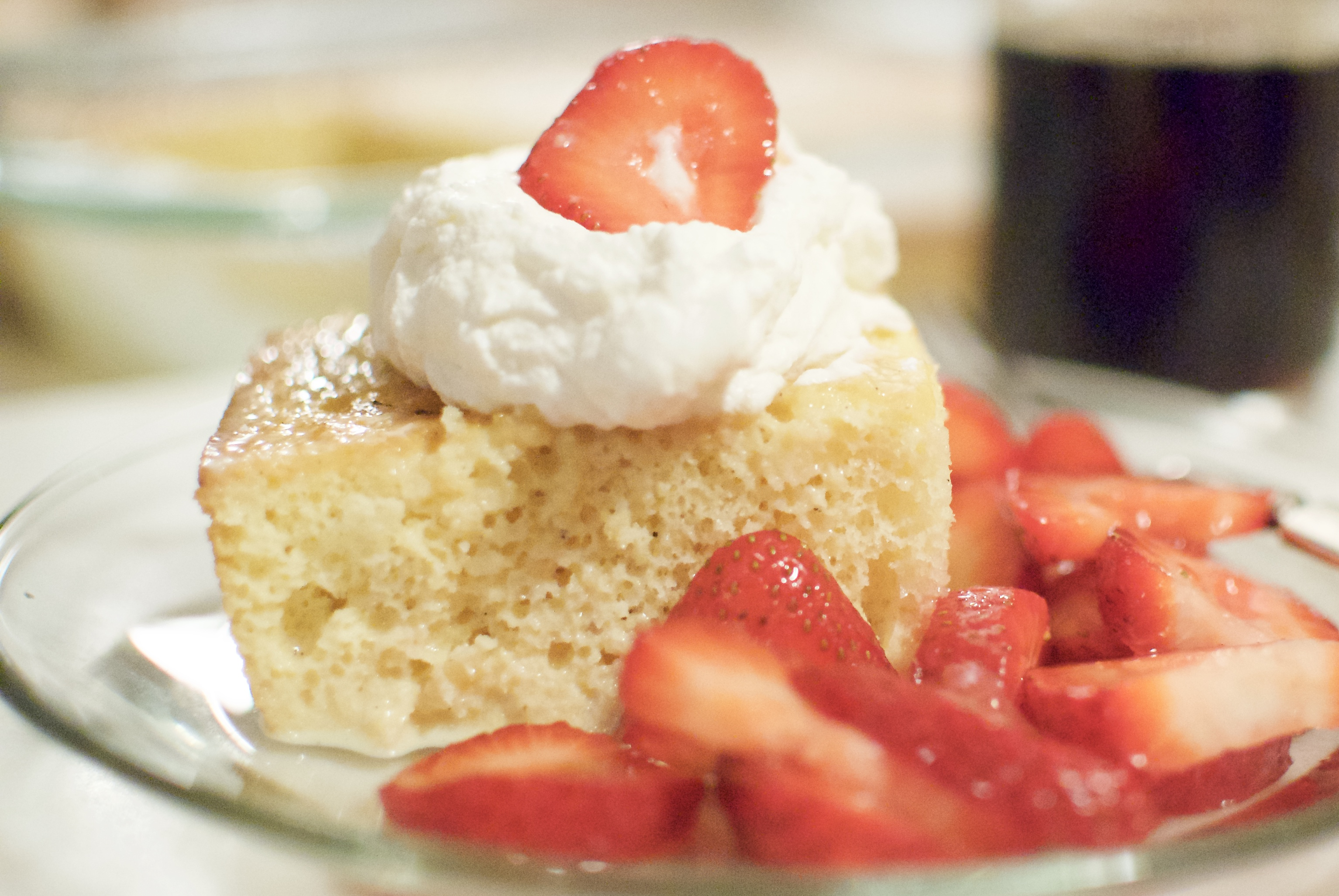 How to cook tres leches cake with berries