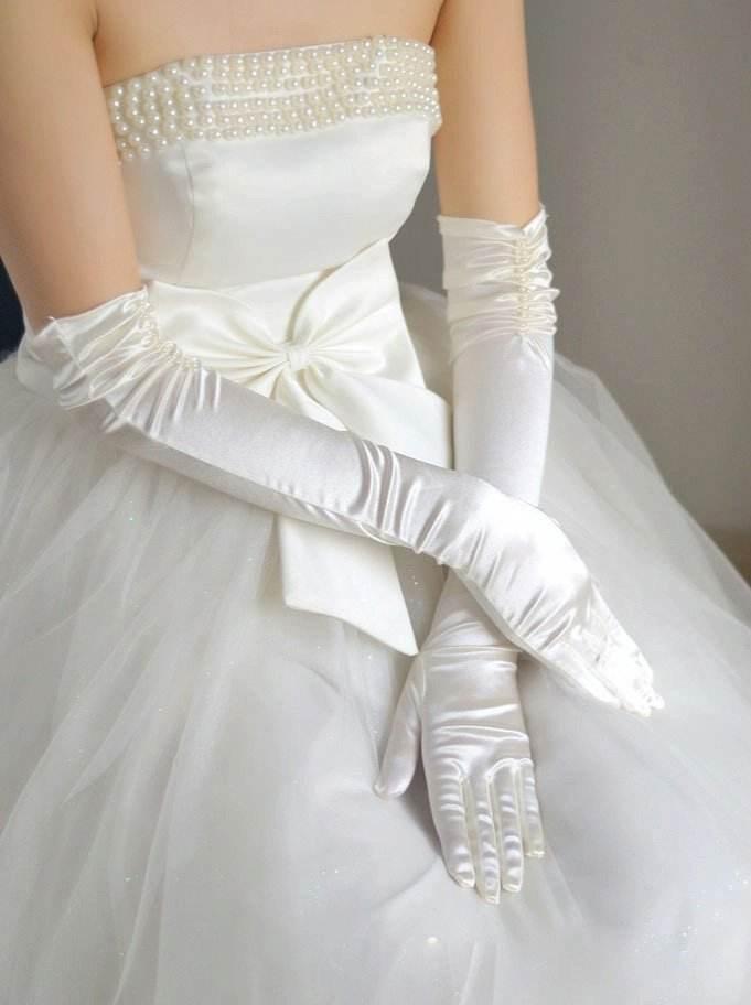 أصول اختيار وارتداء قفازات العروس