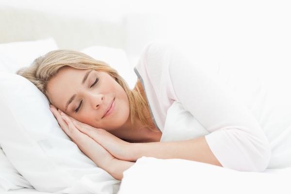 علاقة النوم بمرض السرطان والقلب