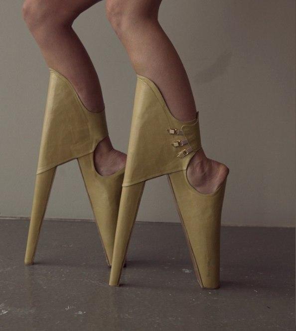 مجموعة احذية غريبة و مميزة