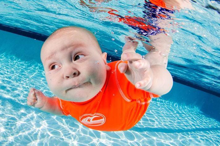 أجمل صور أطفال تحت الماء